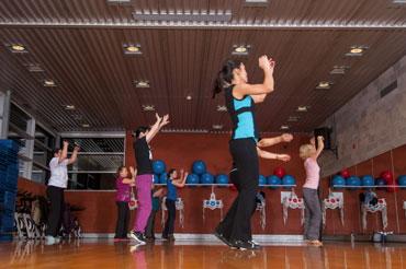 http://www.centresportifdelapetitebourgogne.ca/activites/strong-by-zumba/
